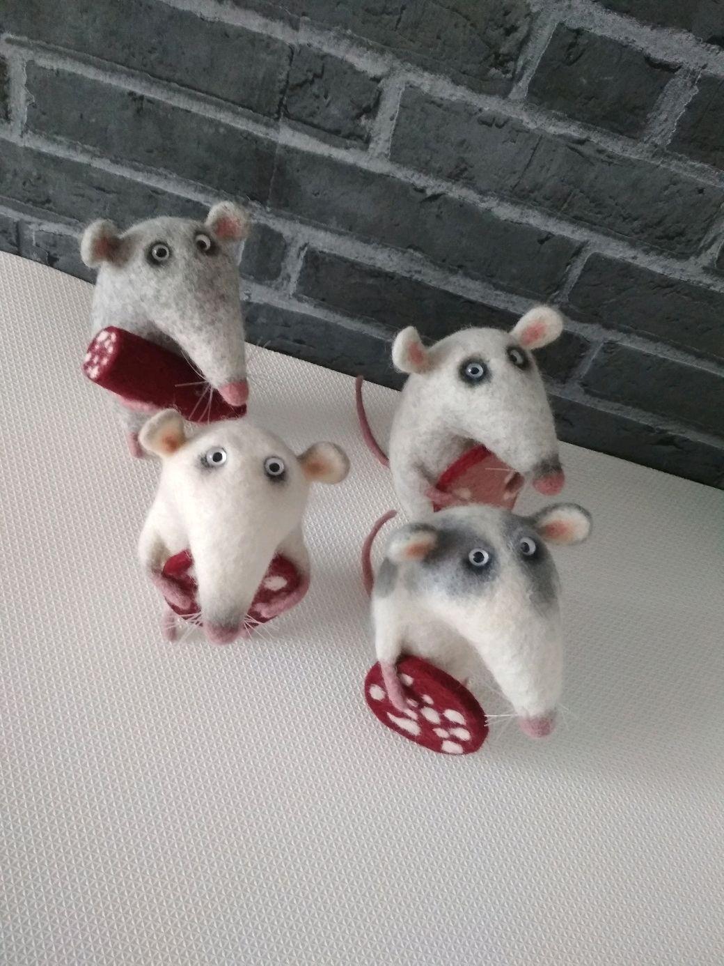 Игрушки животные, ручной работы. Ярмарка Мастеров - ручная работа. Купить Крыса с колбасой. Handmade. Игрушка, подарок на новый год