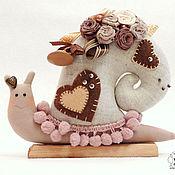 Куклы и игрушки ручной работы. Ярмарка Мастеров - ручная работа Улитка тильда Моника Кофейная улиточка подарок. Handmade.