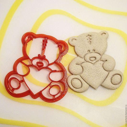 Влюбленный мишка (02). Вырубка-штамп для пряников, печенья, мастики, поделок из соленого теста. Образец оттиска на соленом тесте.