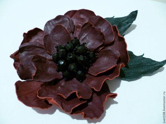 Броши ручной работы. Ярмарка Мастеров - ручная работа. Купить цветок-брошь из кожи. Handmade. Бордовый, кожаная брошь