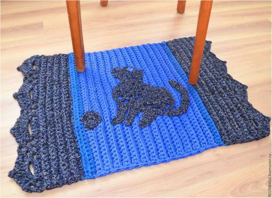 Вязаный коврик `На любимый порог`