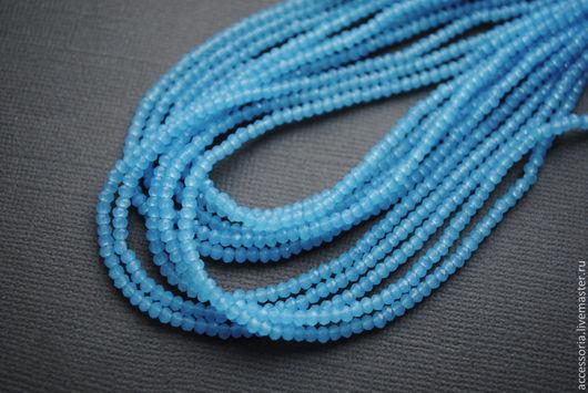 Мелкие бусины стеклянные, 1.7 х 2.5 мм, голубой полупрозрачный. Бусины для украшений.