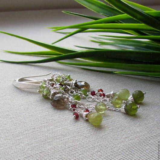 Серьги из зеленого граната и серебра