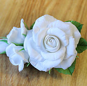 Украшения ручной работы. Ярмарка Мастеров - ручная работа Зажим с белыми розами. Handmade.