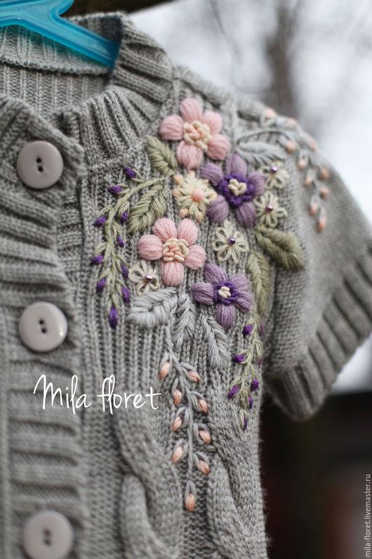 Серый кардиган с объёмной вышивкой весенние цветы для девочки 5, 6, 7 лет