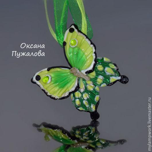 Яркая подвеска `Летняя бабочка`, зеленый кулон из стекла