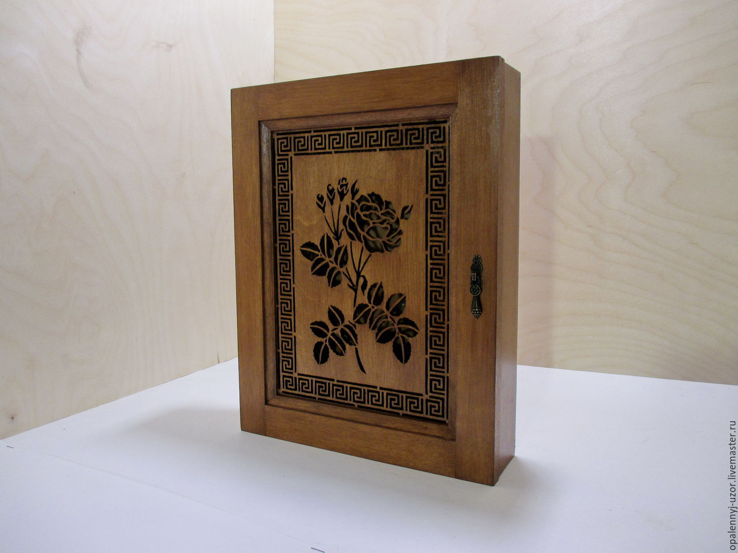 The housekeeper `rose` made of wood.  The facade pattern you can order another!