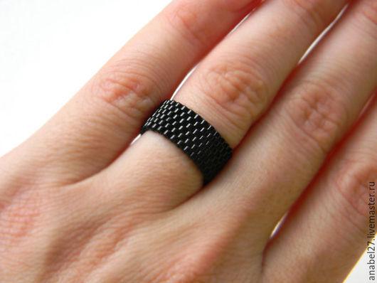 Кольца ручной работы. Ярмарка Мастеров - ручная работа. Купить Стильное черное кольцо из бисера Простое кольцо на каждый день Готика. Handmade.