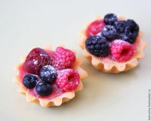 """Мыло ручной работы. Ярмарка Мастеров - ручная работа. Купить Мыло пирожное """"Корзиночка с ягодами"""". Handmade. Ярко-красный"""