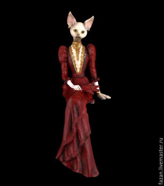 статуэтка белая кошка в красном платье