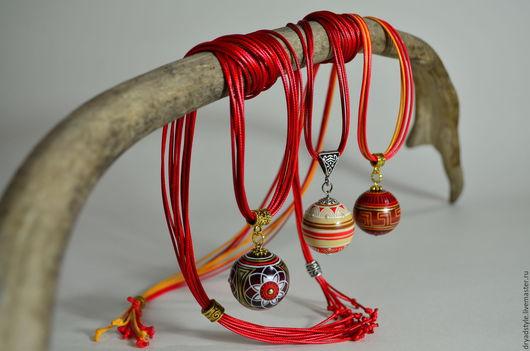 Кулоны, подвески ручной работы. Ярмарка Мастеров - ручная работа. Купить Авторские подвески из дерева,миниатюрная роспись. Handmade. дерево