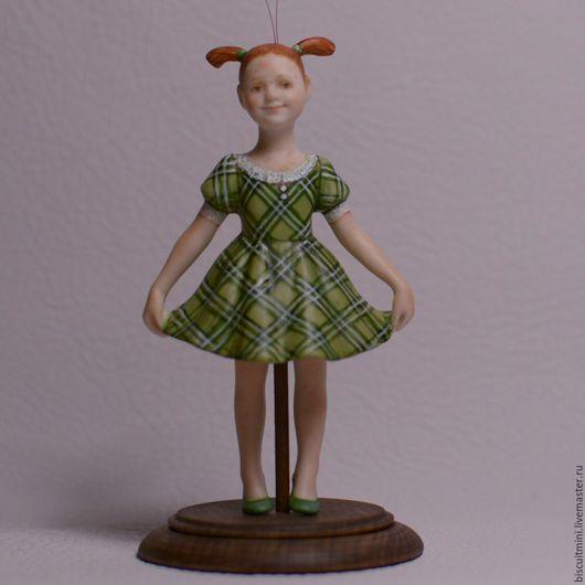 Статуэтки ручной работы. Ярмарка Мастеров - ручная работа. Купить Фарфоровая кукла-колокольчик Люся. Handmade. Разноцветный, фарфор