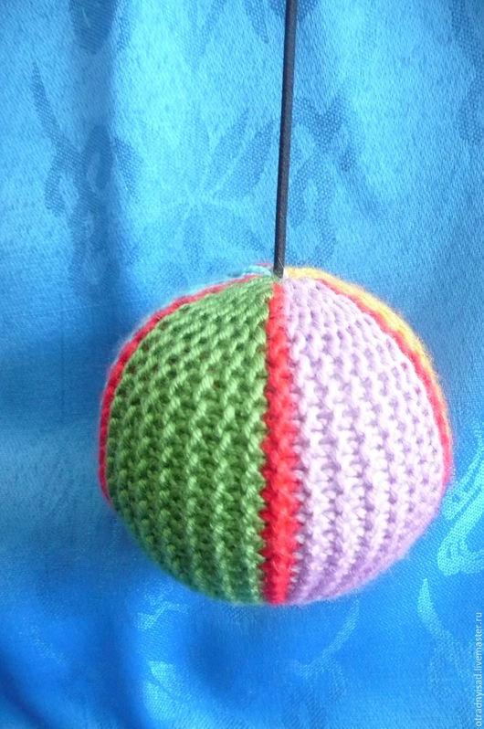 Развивающие игрушки ручной работы. Ярмарка Мастеров - ручная работа. Купить Вязаный мяч на резинке. Handmade. Вальдорфские игрушки