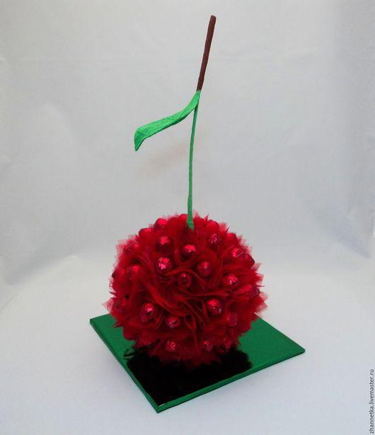 """Букеты ручной работы. Ярмарка Мастеров - ручная работа. Купить """"Вишенка"""" из конфет.. Handmade. Ярко-красный, подарок девушке"""