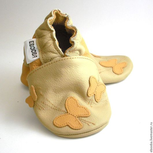 Кожаные чешки тапочки пинетки бабочки жёлтые на бежевом ebooba