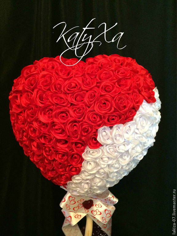 Сердце из роз из лент