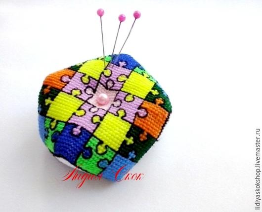 """Миниатюрные модели ручной работы. Ярмарка Мастеров - ручная работа. Купить Бискорню-игольница """"Пазлы"""". Handmade. Разноцветный, для шитья, подарок"""