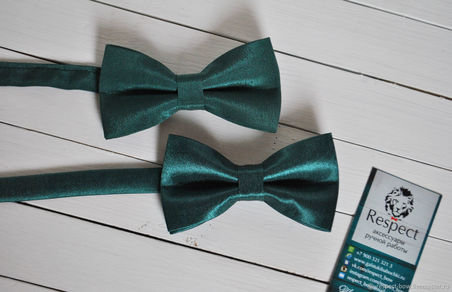 Dark green butterfly tie in glossy and Mat versions to choose