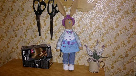 Куклы Тильды ручной работы. Ярмарка Мастеров - ручная работа. Купить Зайка -  парикмахер в стиле Тильда. Handmade. Комбинированный, тильда