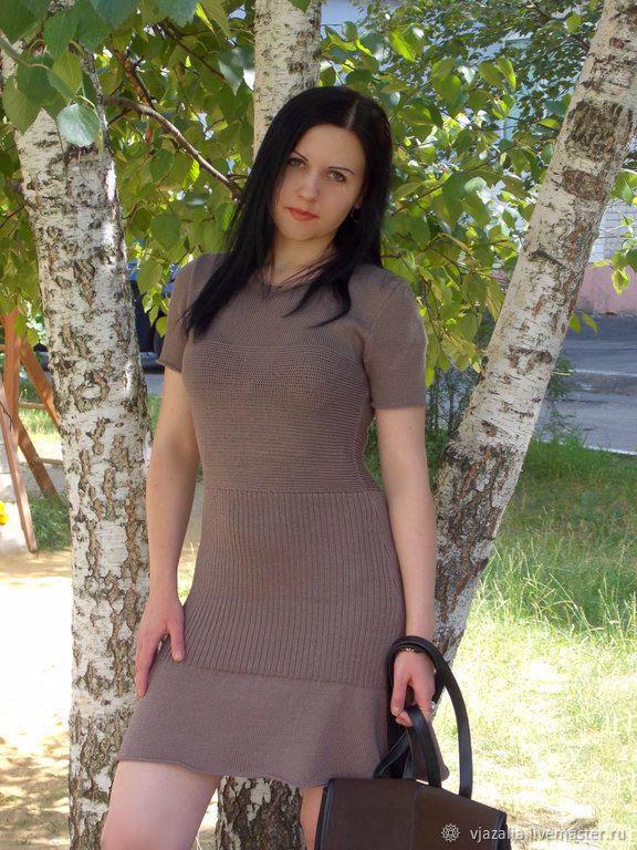 Студентка в платье — img 1