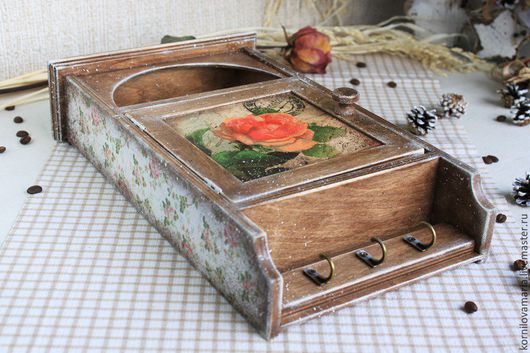 """Прихожая ручной работы. Ярмарка Мастеров - ручная работа. Купить Ключница """"Ароматы дивного сада"""". Handmade. Коралловый, розы, ретро"""