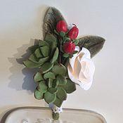 Свадебный салон ручной работы. Ярмарка Мастеров - ручная работа Свадебная  бутоньерка с суккулентами и розой. Handmade.