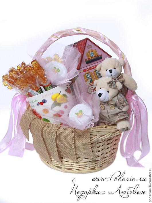 """Подарочные наборы ручной работы. Ярмарка Мастеров - ручная работа. Купить подарочная корзина """"Медвежий домик"""". Handmade. Подарок"""
