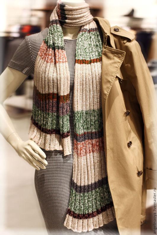 Шарф Лето - вязаный спицами, из тонкой вискозы, бамбуковой нити и тонкой шерстяной. Шарфик широкий и длинный, красивый в движении, женственный и уютный. Шелковистый, гладкий, прохладный. Похож на шаль