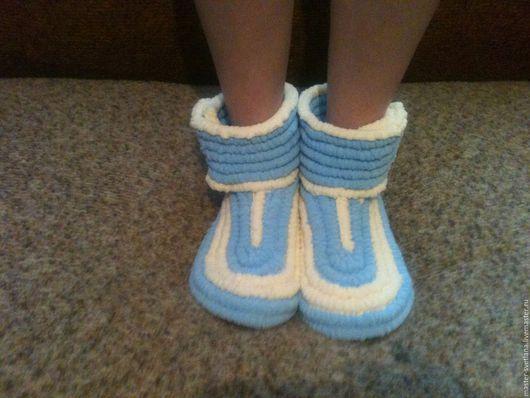Обувь ручной работы. Ярмарка Мастеров - ручная работа. Купить плюшевые сапожки. Handmade. Разноцветный, обувь для детей, сапожки вязаные