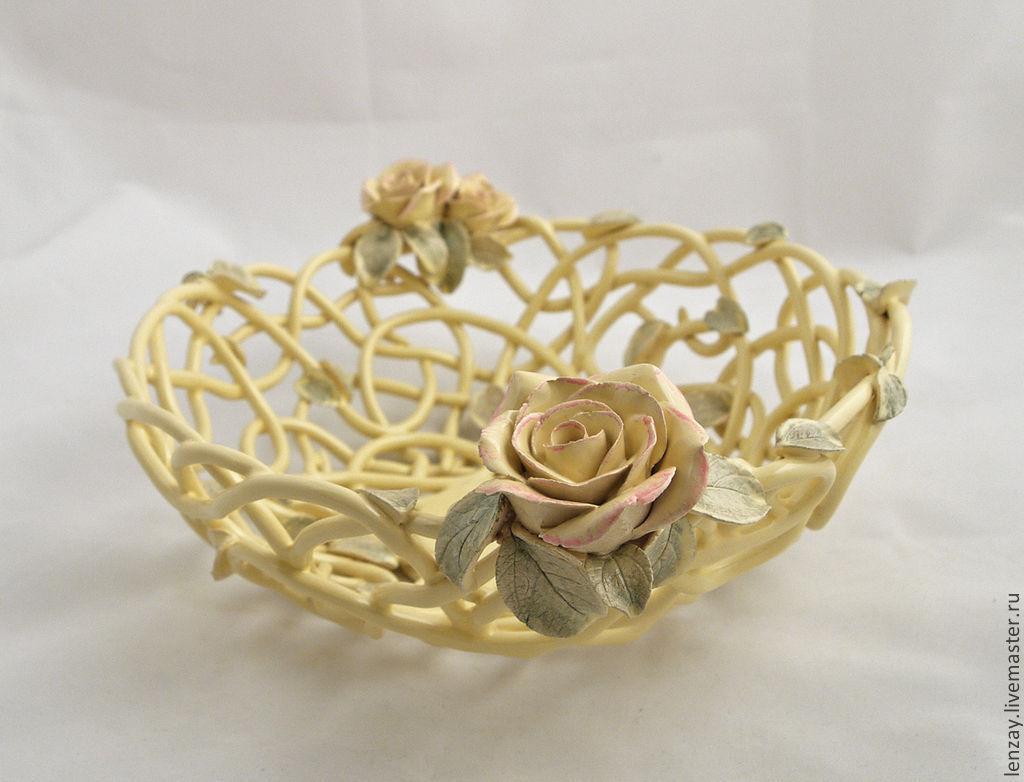 Фруктовница `Ваниль и розы`, d=26 см. Плетеная керамика и керамические цветы Елены Зайченко