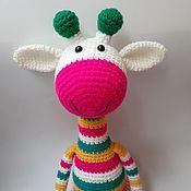 Мягкие игрушки ручной работы. Ярмарка Мастеров - ручная работа Вязаный жираф белый яркий полосатый. Handmade.
