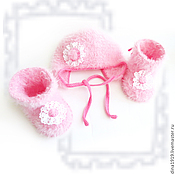 Работы для детей, handmade. Livemaster - original item booties and beanie for girl, hat set for discharge, pink. Handmade.