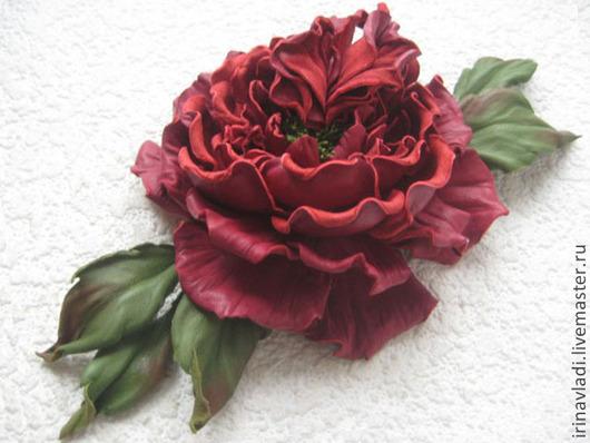 цветы из кожи роза,красная роза из кожи брошь, красная роза из кожи  заколка автомат украшение из кожи вишневая роза аксессуары для волос роза  ободок с розой из кожи.обруч для волос с розой брасл
