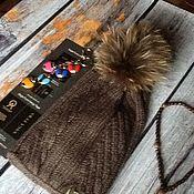 Аксессуары ручной работы. Ярмарка Мастеров - ручная работа Вязанная шапка с мехом енота. Handmade.