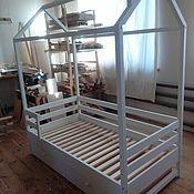 Детская кроватка домик из массива дерева