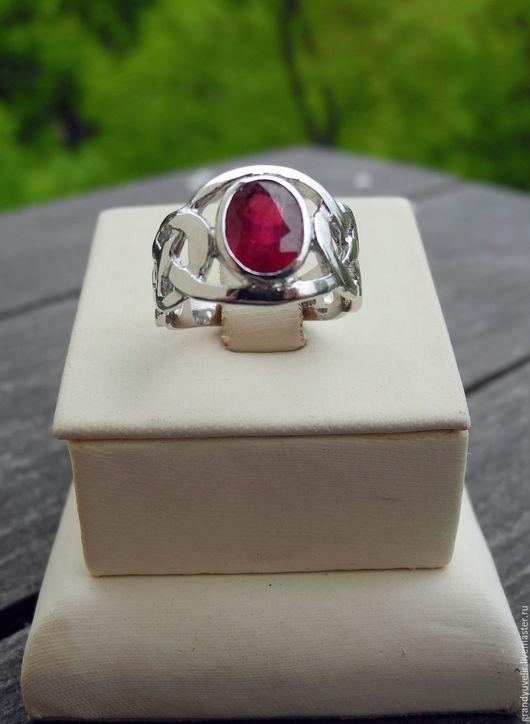 Кольца ручной работы. Ярмарка Мастеров - ручная работа. Купить Кольцо с натуральным рубином, серебро 925 пробы с нанесением позолотом. Handmade.