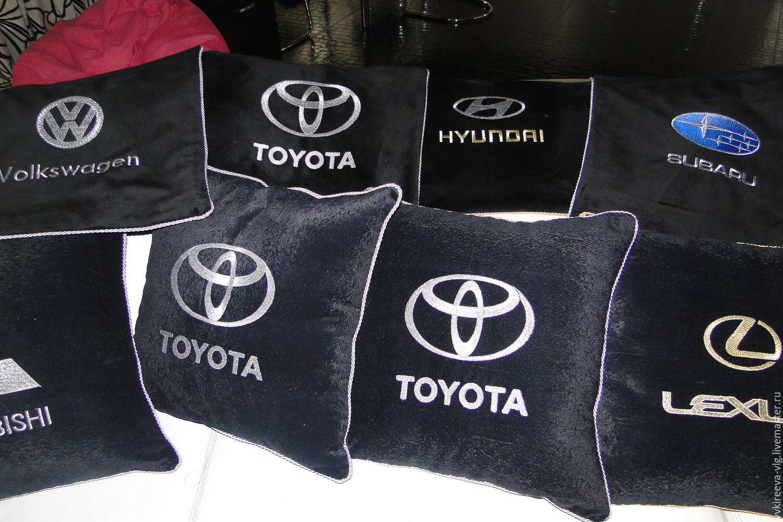 Подушки в авто с вышивкой