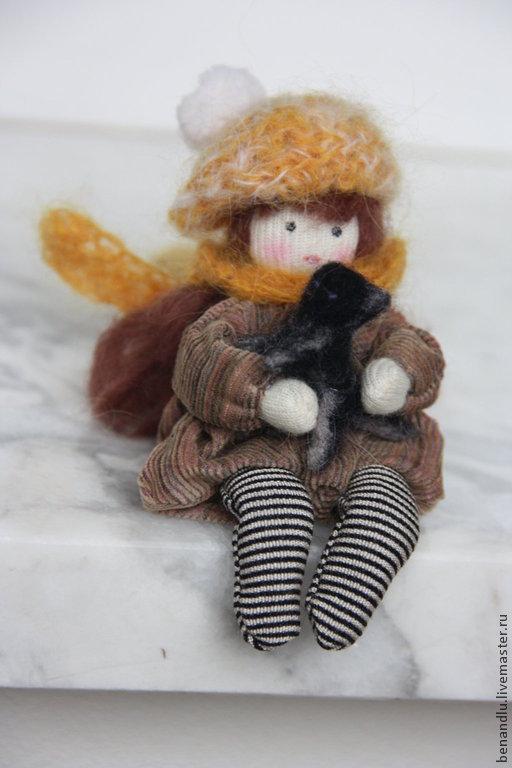 Человечки ручной работы. Ярмарка Мастеров - ручная работа. Купить Девочка, которая нашла котенка. Карманная куколка. Брюнетка. Handmade.