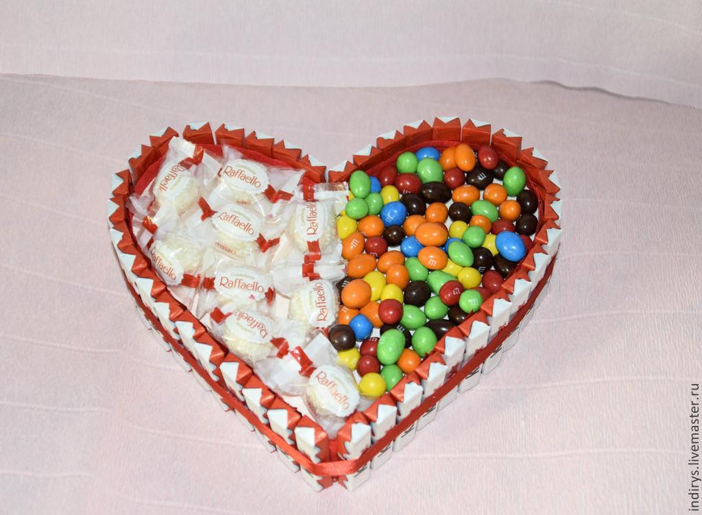 Купить Торт из киндеров с рафаэлло и M&M в интернет магазине на Ярмарке Мастеров