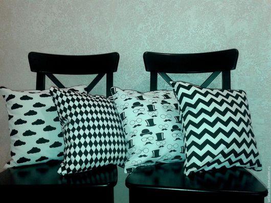 Подушка декоративная черно-белая.