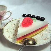 """Косметика ручной работы. Ярмарка Мастеров - ручная работа Мыло """"Торт клубнично-черничный"""". Handmade."""