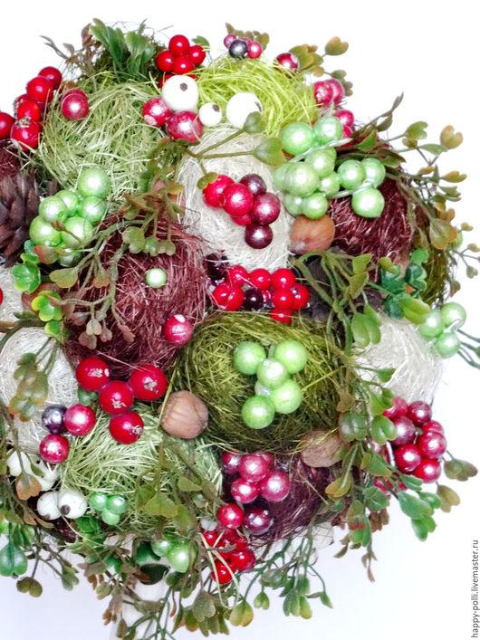 Деревце выполнено из сизали, несколько видов и оттенков ягод, искусственной зелени, декоративных вставок. Будет чудесным и памятным подарком и прекрасным дополнением Вашего интерьера!
