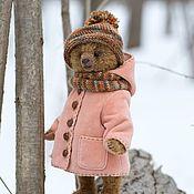 Мишка в розовом пальтишке