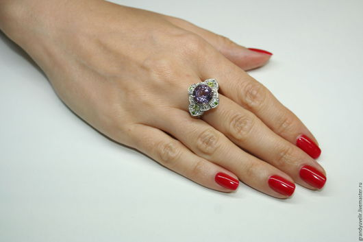 Кольца ручной работы. Ярмарка Мастеров - ручная работа. Купить Королева Виктория, кольцо с крупным аметистом и перидотом.. Handmade. Фиолетовый