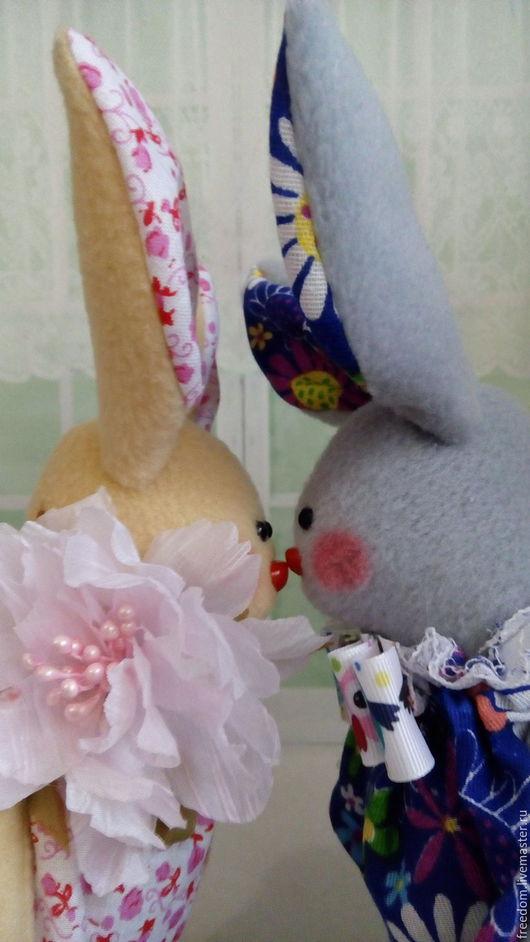 Куклы Тильды ручной работы. Ярмарка Мастеров - ручная работа. Купить влюблённые зайки-кролики. Handmade. Разноцветный, заяц тильда