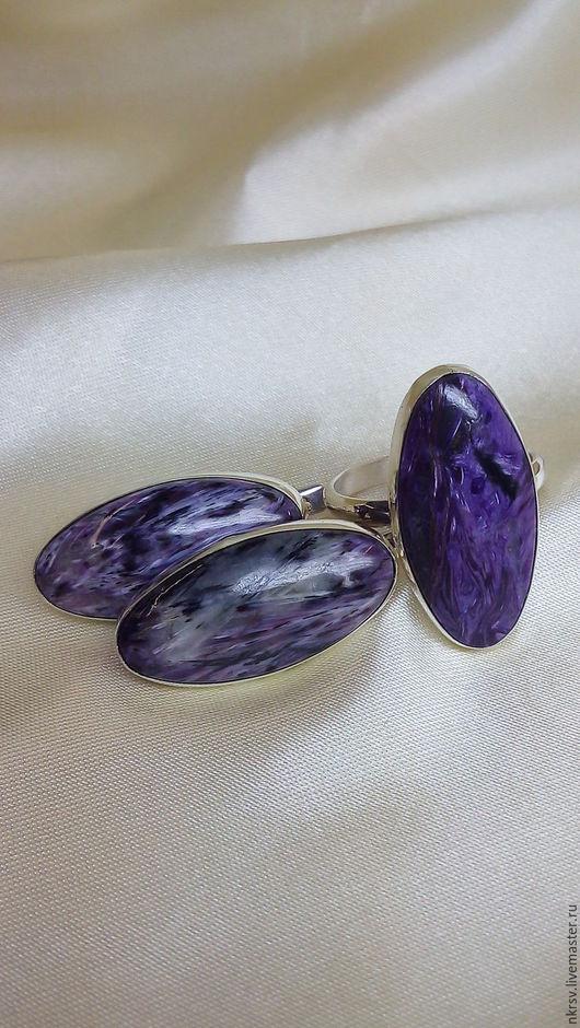 Комплект украшений ручной работы из натурального чароита в серебре.