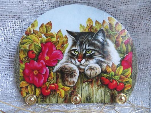 """Аксессуары для кошек, ручной работы. Ярмарка Мастеров - ручная работа. Купить Вешалка """"Кот в шиповнике"""". Handmade. Комбинированный, лето, сад"""
