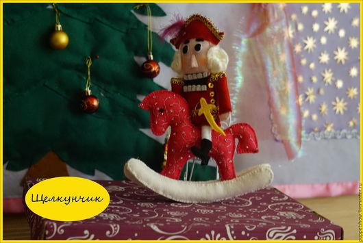 """Кукольный театр ручной работы. Ярмарка Мастеров - ручная работа. Купить Кукла пальчиковая """"Щелкунчик на лошадке"""". Handmade. Ярко-красный"""