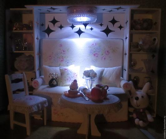 Кукольный дом ручной работы. Ярмарка Мастеров - ручная работа. Купить Диван-стенка,столик со стулом и много аксессуаров.Для кукол до 30 см. Handmade.