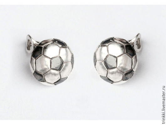 Серьги-гвоздики для любительниц футбола!
